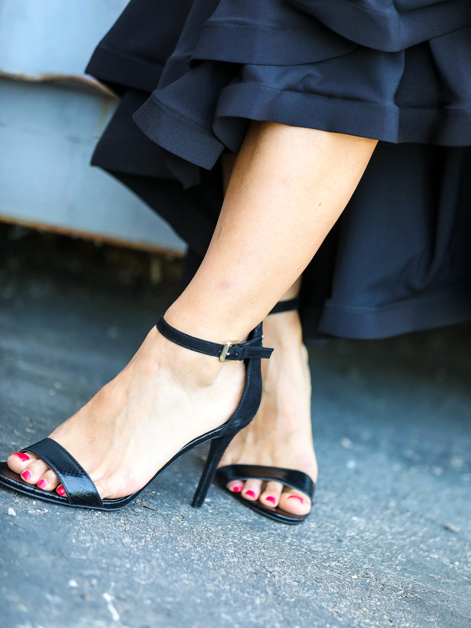 5 Tips to Wearing Black All Summer Long