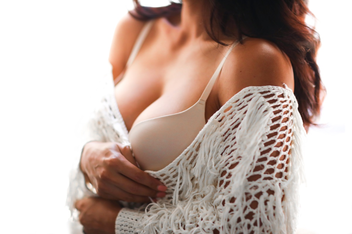 Upbra: The Perfect Push-Up Bra for Small & Big Breasts | Perfect T-Shirt Bra | Debbie Savage Orange County Fashion Blogger To Thine Own Style Be True