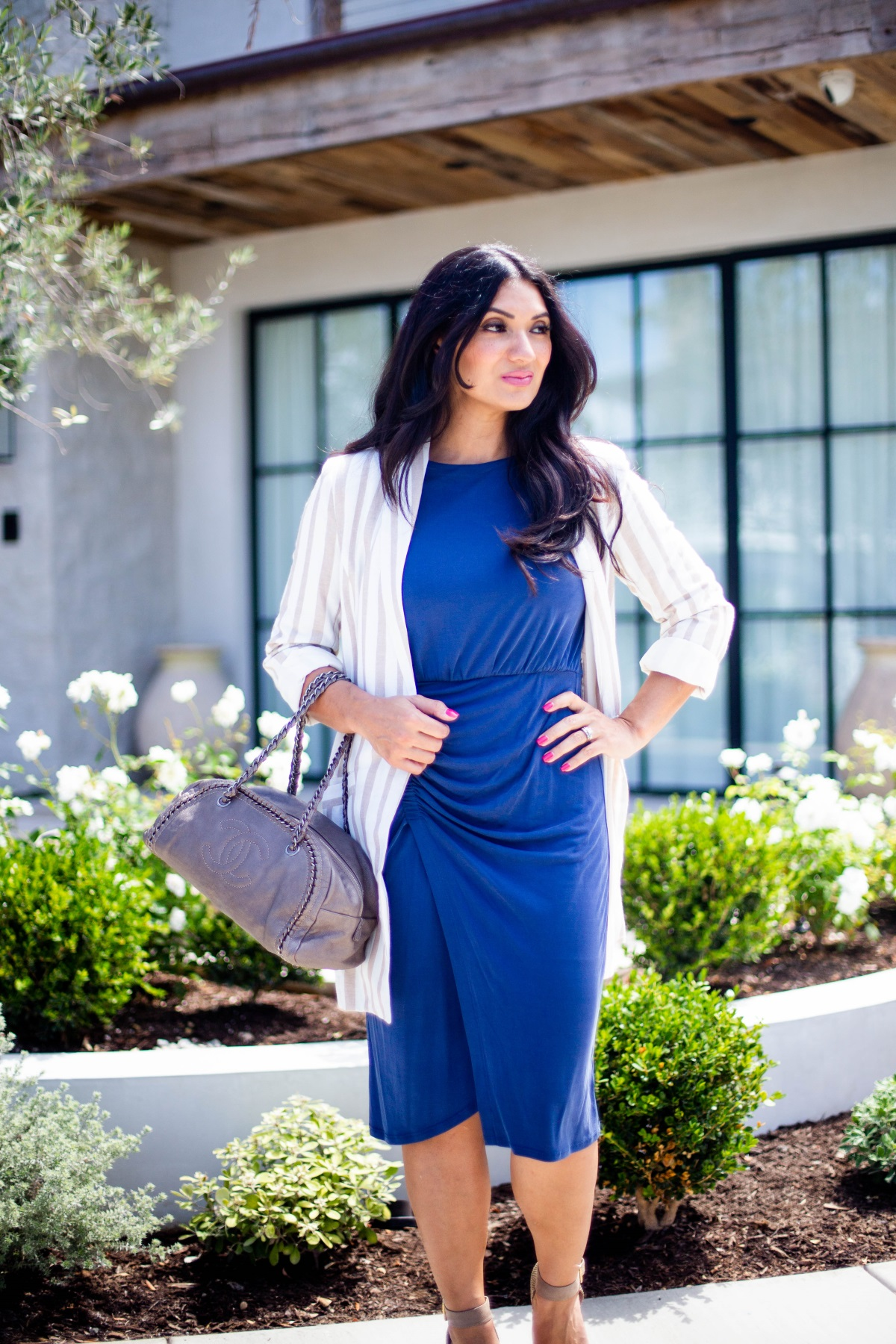 Bookmark this post ASAP if you have ever wanted to style the boyfriend blazer trend. Orange County Fashion Blogger Debbie Savage is sharing her favorite way to style the boyfriend blazer trend like a pro!