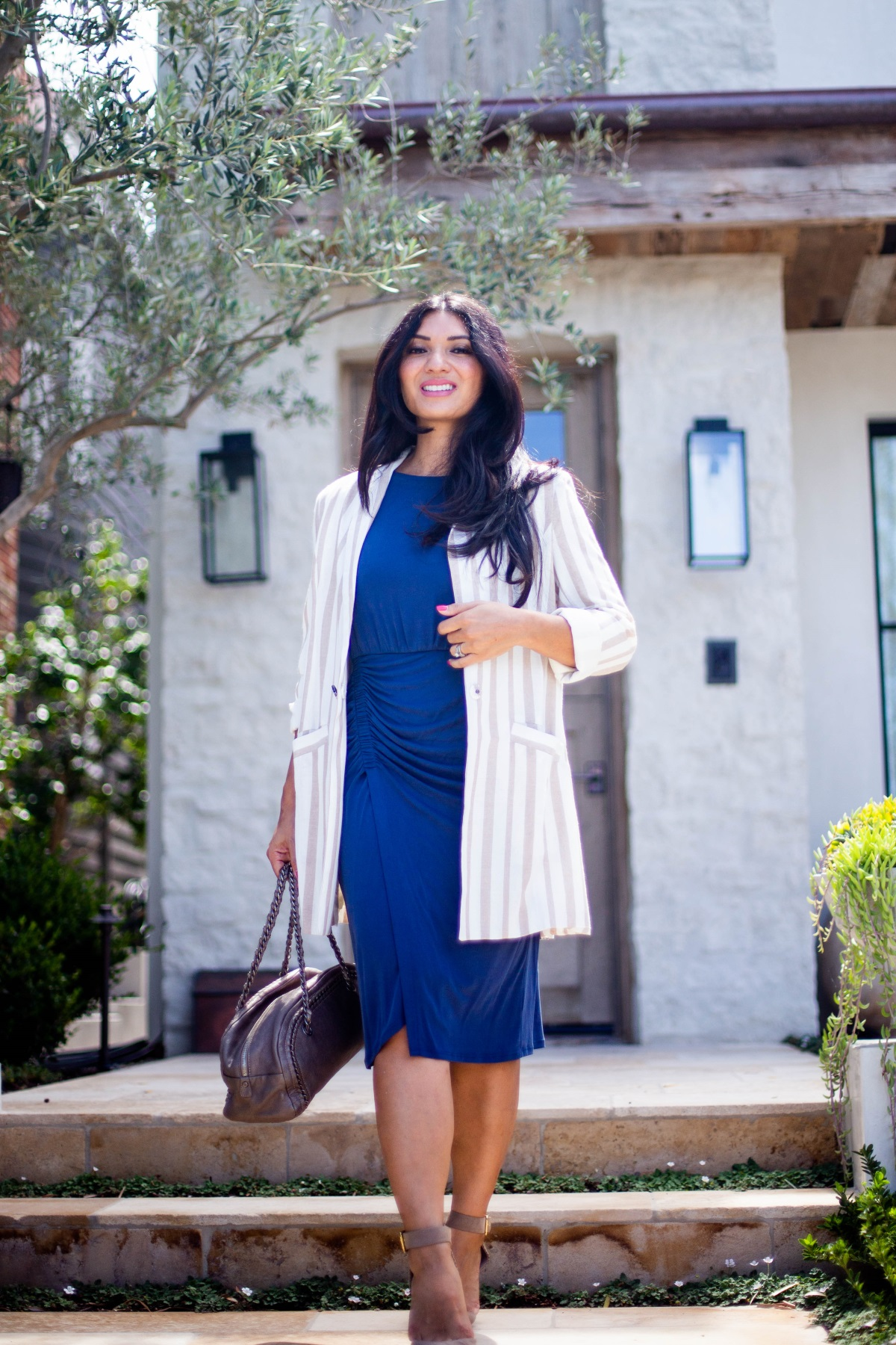 Bookmark this post ASAP if you have ever wanted to style the boyfriend blazer trend. Orange County Fashion Blogger Debbie Savage is sharing her favorite way to style the boyfriend blazer trend like a pro!  Boyfriend Blazer- Styling a Boyfriend Blazer- Long Boyfriend Blazer