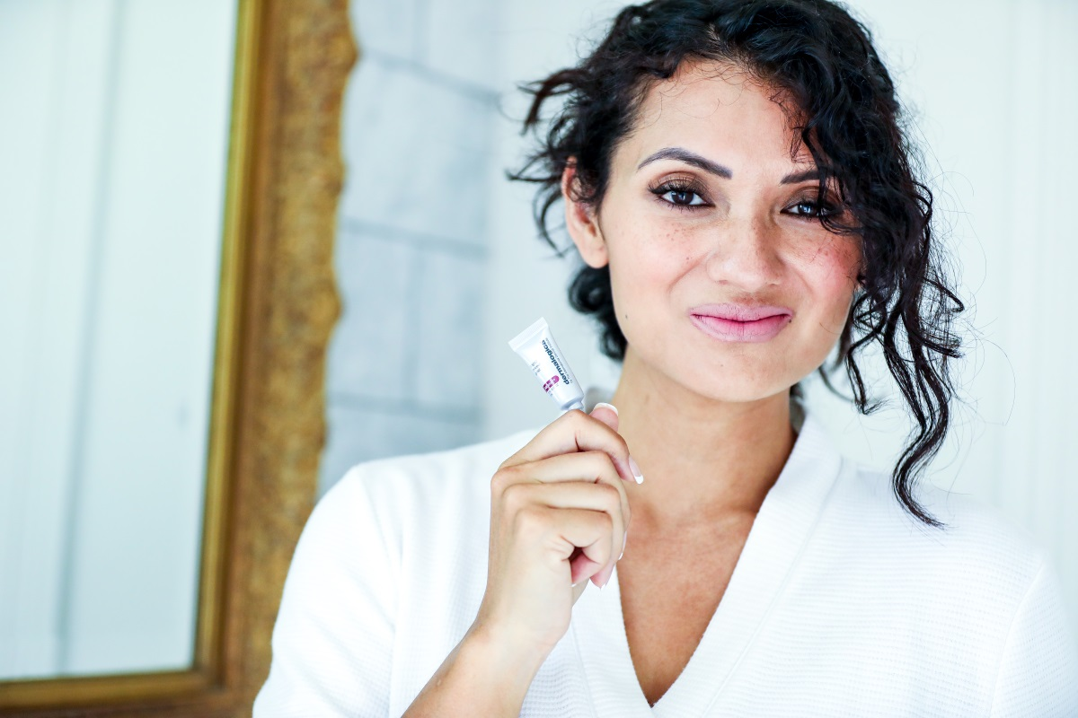 Bookmark this post ASAP! Orange County Lifestyle Blogger Debbie Savage is sharing how to get glowing skin in a flash with Dermalogica's Rapid Reveal Peel!