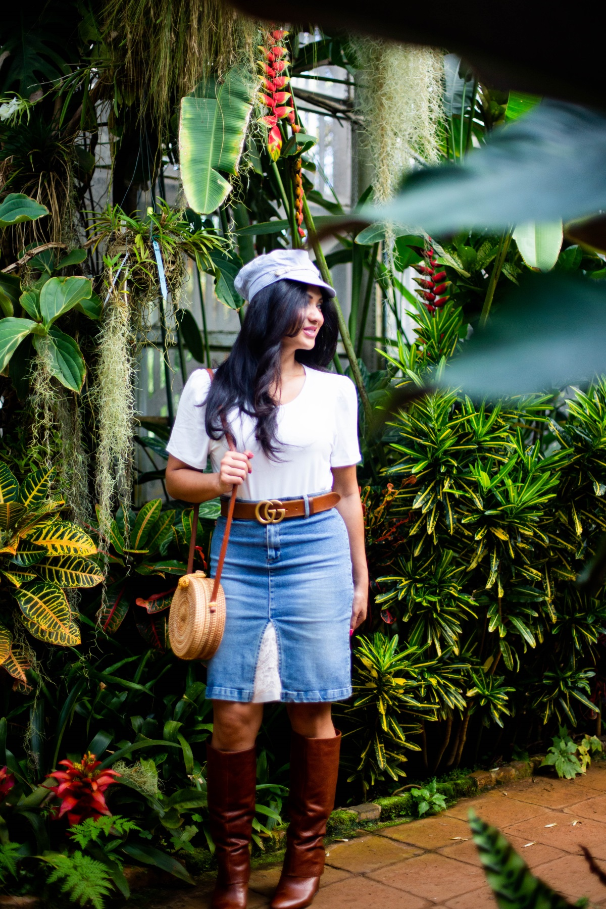 Bookmark this post ASAP! Curious how to wear a hat and look fabulous? Los Angeles Fashion Blogger Debbie Savage is sharing her favorite ways to sport a hat and look fabulous all year long.