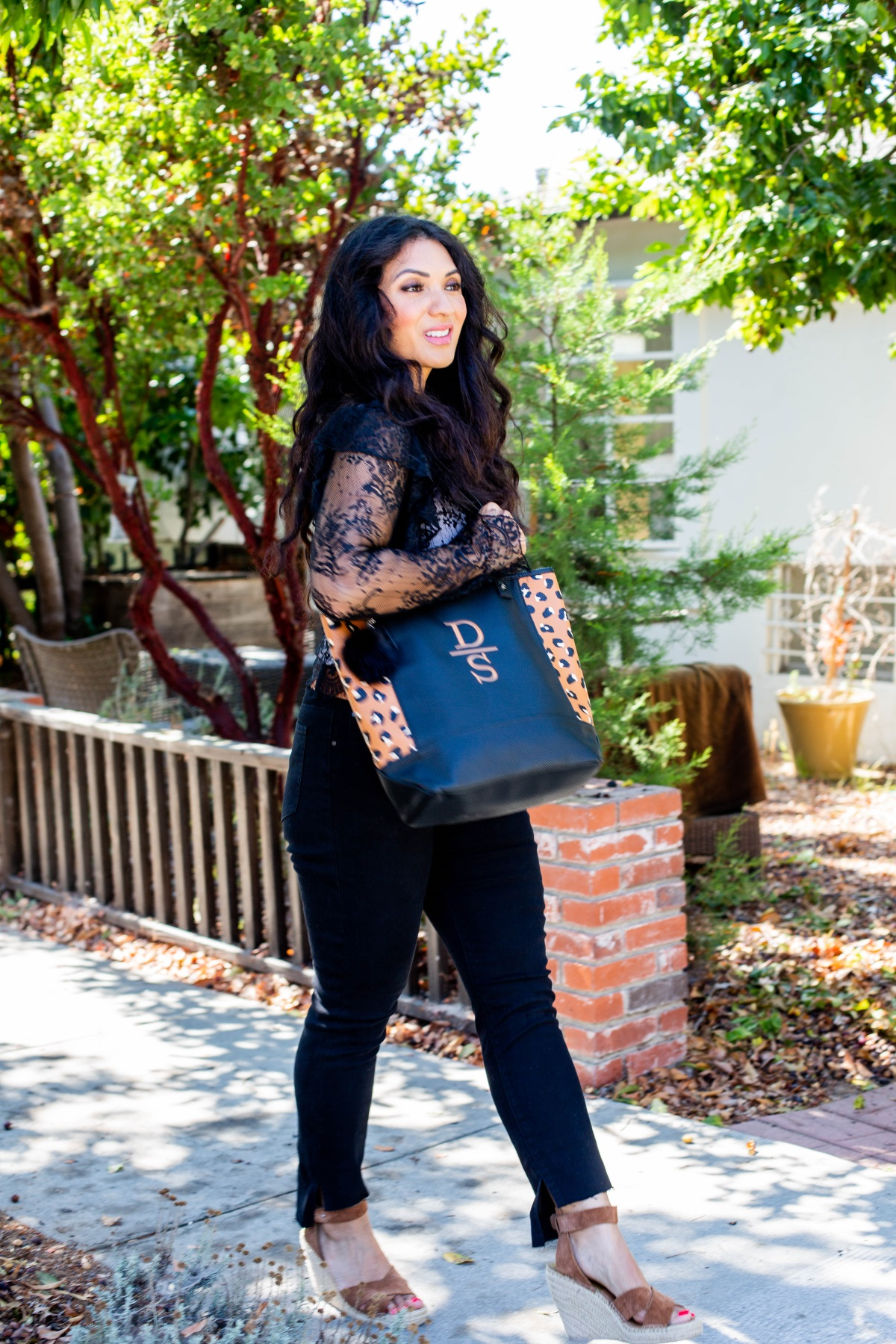 2 Items You Need to be Organized In Style | Thirty-One Gifts Personalized Tote & Wallet | Debbie Savage Orange County Fashion Blogger at To Thine Own Style Be True
