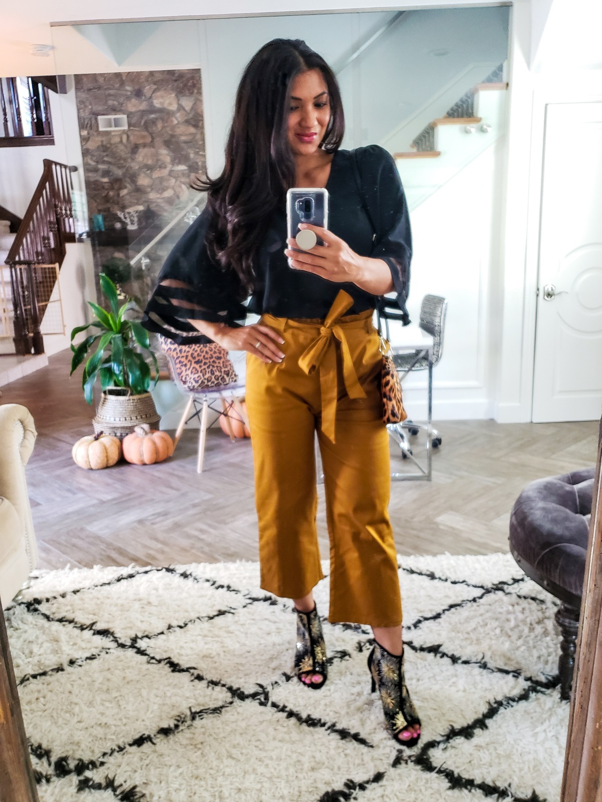 Ladies, looking for a clothing line that is about comfort and style? Orange County Blogger Debbie Savage is sharing her Amaryllis Apparel Try-On, click to see it here!