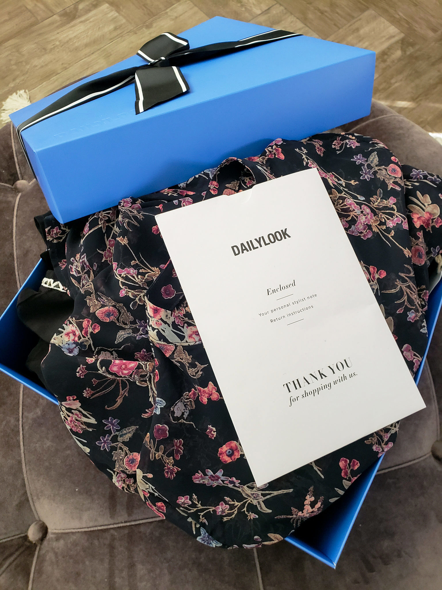 Have you tried the DailyLook Subscription Box? Orange County Style Blogger Debbie Savage is sharing inside her first DailyLook Subscription box here!