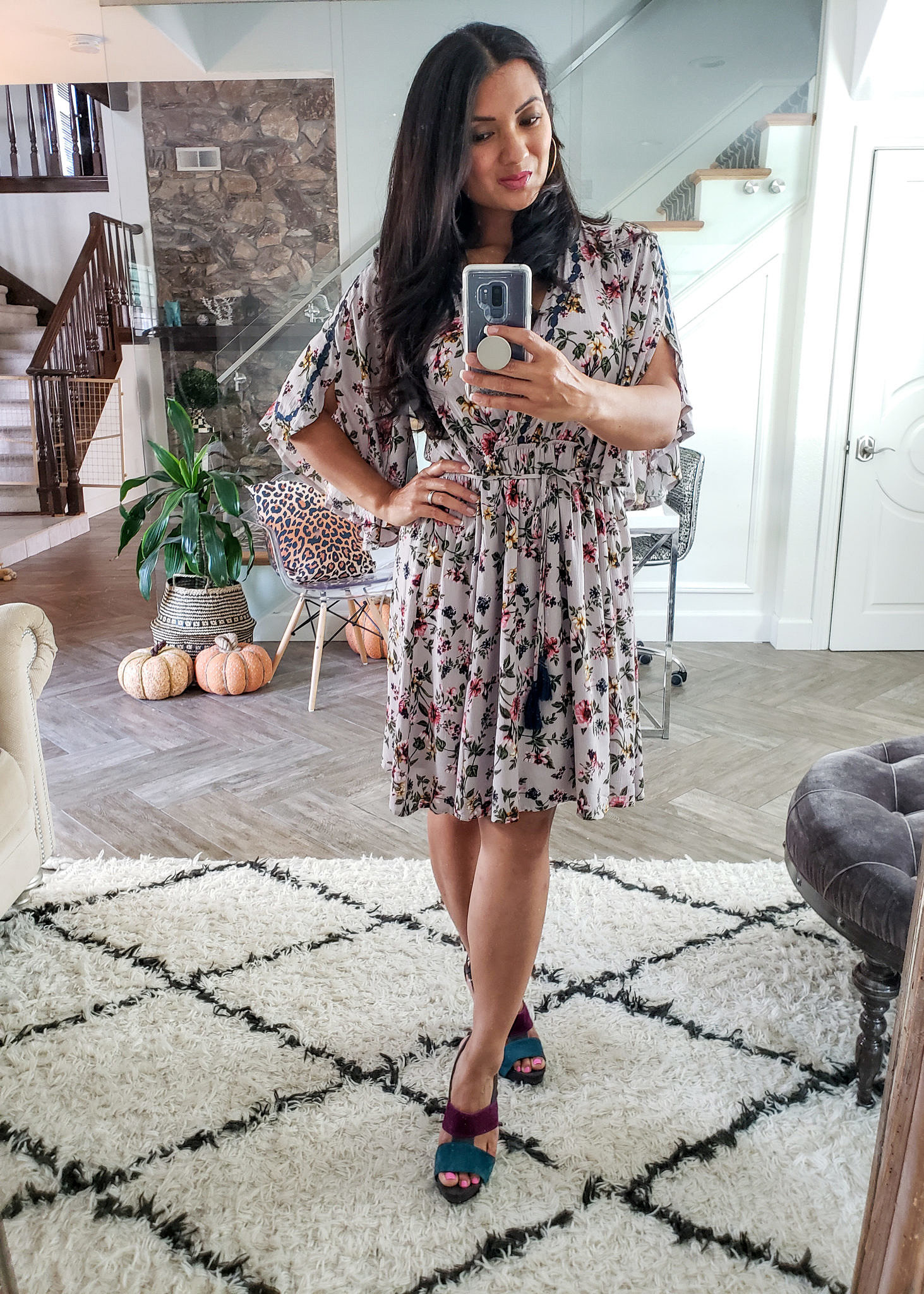 Have you tried the DailyLook Subscription Box? Orange County Style Blogger Debbie Savage is sharing inside her first DailyLook Subscription box here and why you should try it ASAP!