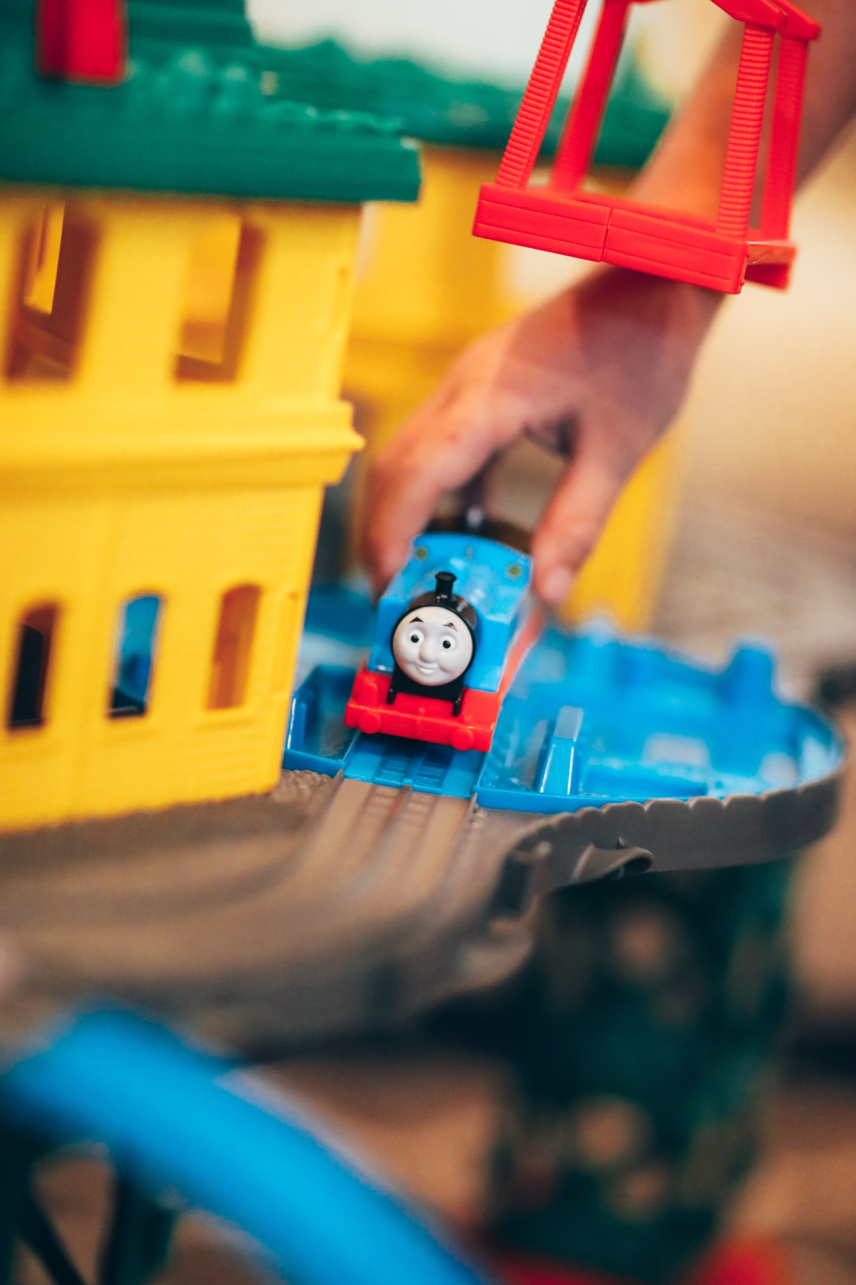 Holiday season is coming! Need some gift-giving ideas? Orange Country Blogger Debbie Savage is sharing one of her favorite gift giving ideas for kids featuring Thomas & Friends at Walmart.