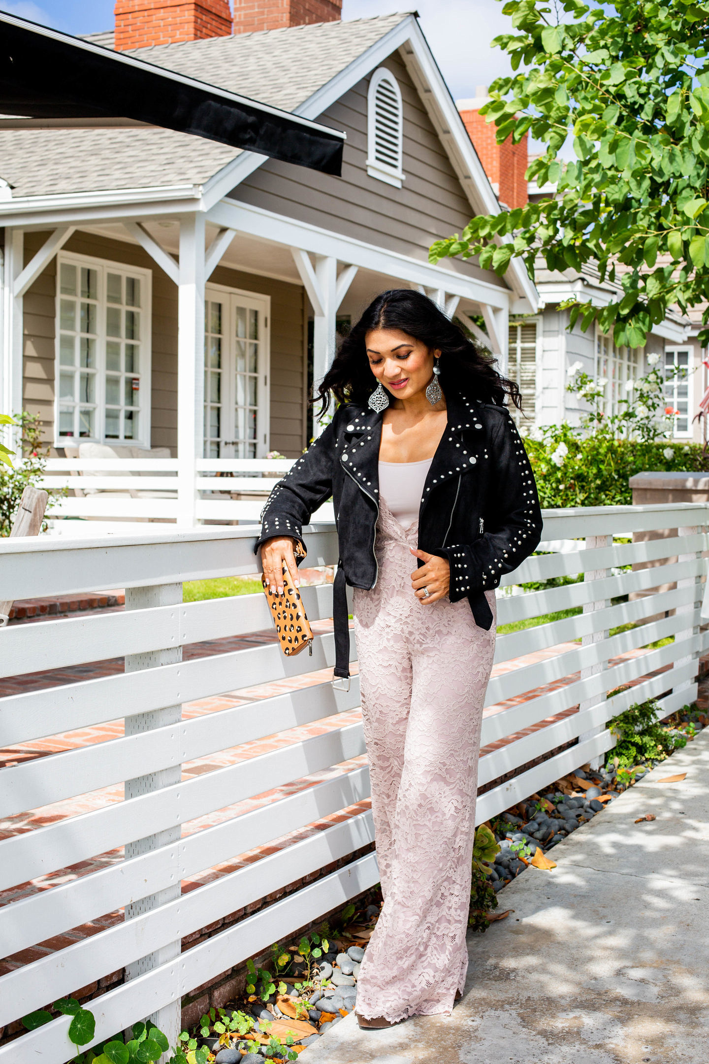 Who else loves a good moto jacket? Orange County Blogger Debbie Savage is sharing her favorite way to style a moto jacket + some weekly faves here!