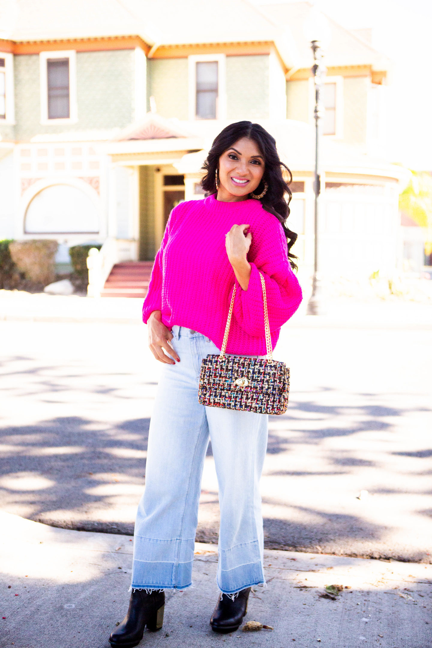 Bookmark this post ASAP if you have been looking to add a pop of color to your fall/winter wardrobe? Orange County Blogger Debbie Savage is sharing why you need to add a hot pink sweater to your wardrobe ASAP! See why here!