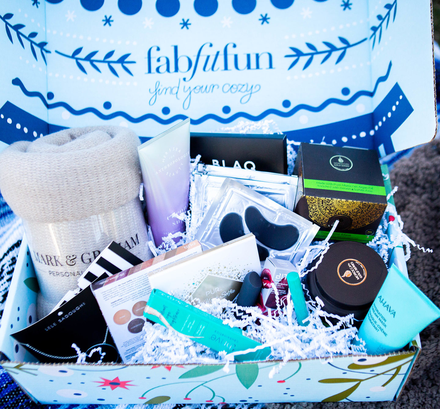 Bookmark this post ASAP if you have been wondering about the FabFitFun box! Orange County Blogger Debbie Savage is sharing why the FabFitFun Winter Box is her favorite delivery this season. See why here!