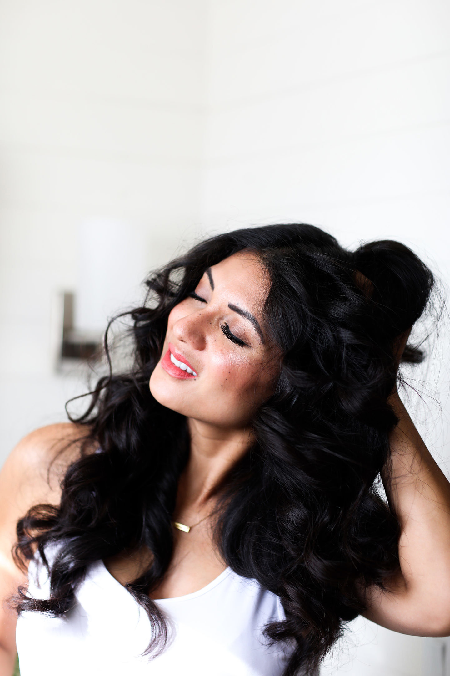 Bookmark this post ASAP if you are curious how to get the perfect curls at home. Orange County Blogger Debbie Savage is sharing her top tips to achieving those perfect curls in the luxury of your own home.