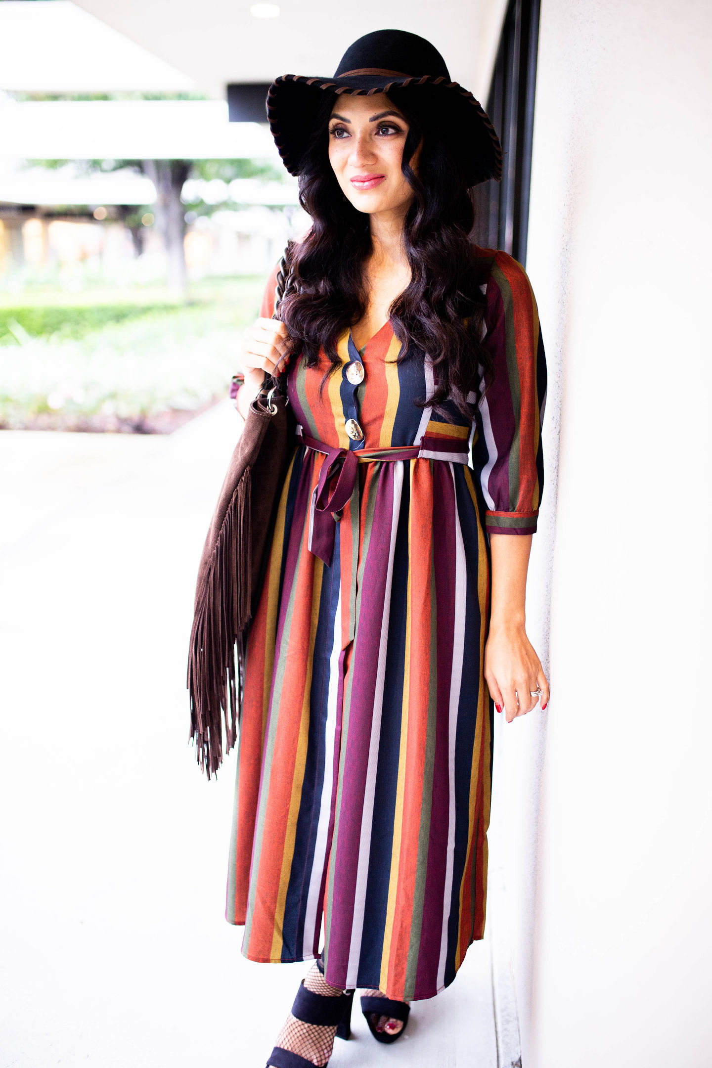 Who doesn't love a great multi-striped dress? Curious how to style one? Orange County Blogger Debbie Savage is sharing her favorite way to style a earthy multi-striped dress. Click to see how here!