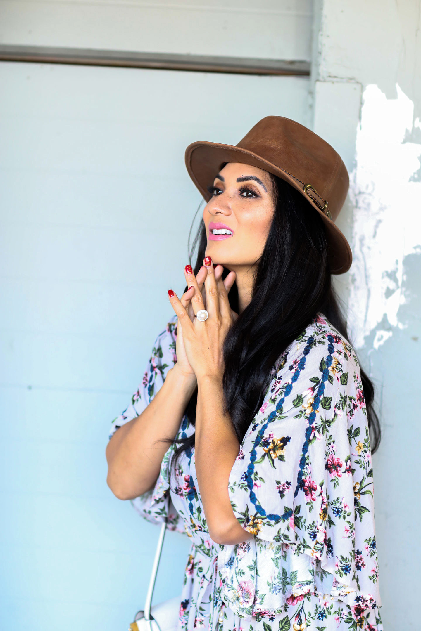 Curious when to actually wear a hat and how to style a hat like a pro? Orange County Blogger Debbie Savage is sharing her top tips here!