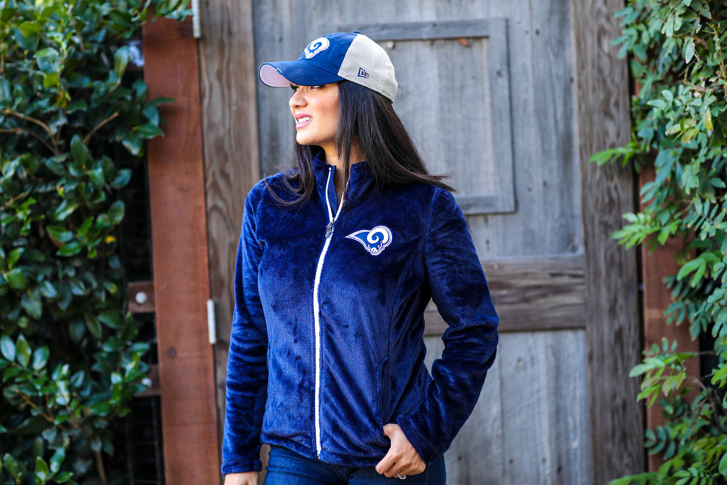 Know someone who is a MAJOR football lover? Orange County Blogger Glamorous Versatility is sharing her favorite NFL apparel ideas to give to any football lover this playoff season. Click to see them here!