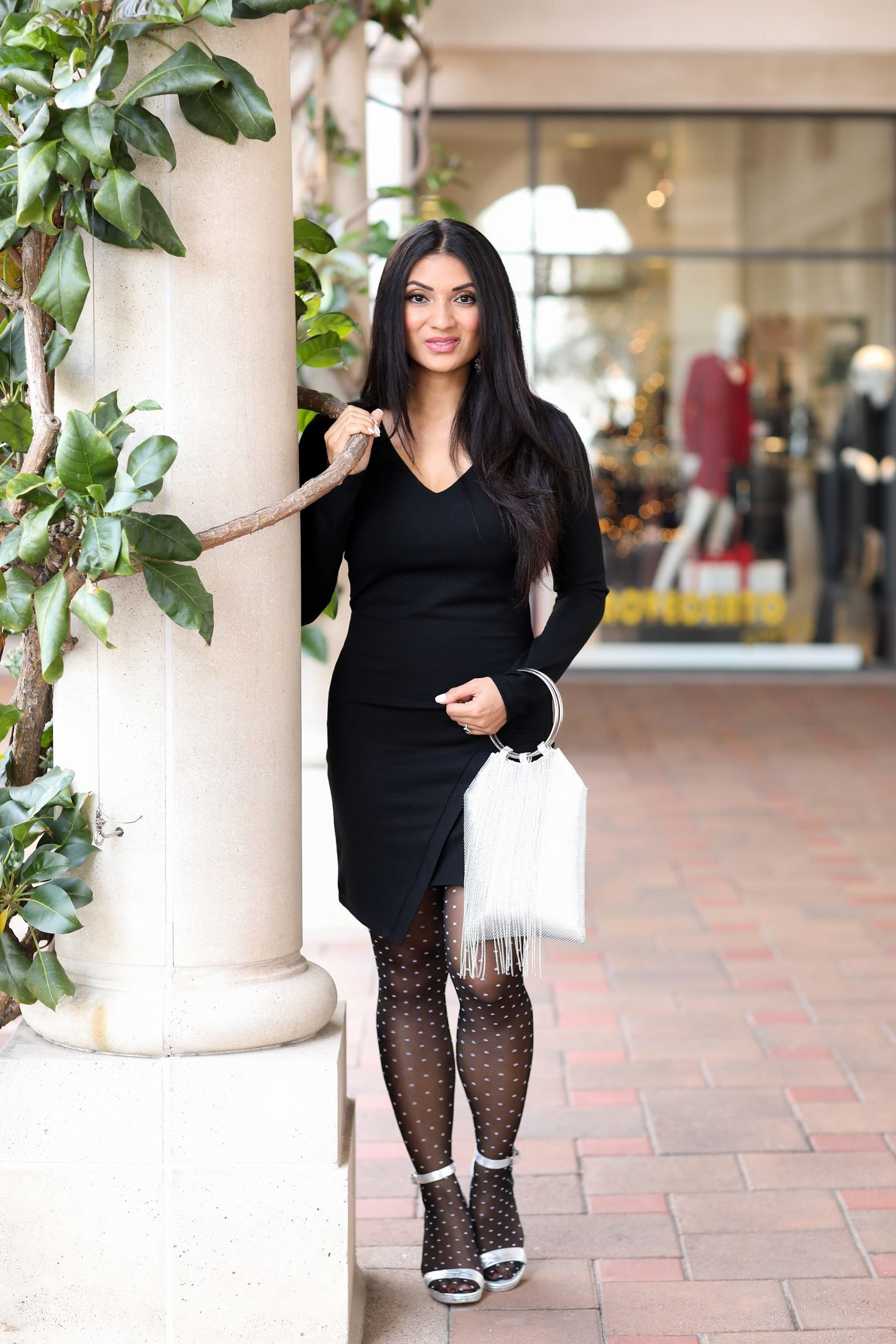 Looking for the perfect LBD this season? Orange County Blogger Debbie Savage is sharing her favorite LBD wirh unexpected details here!