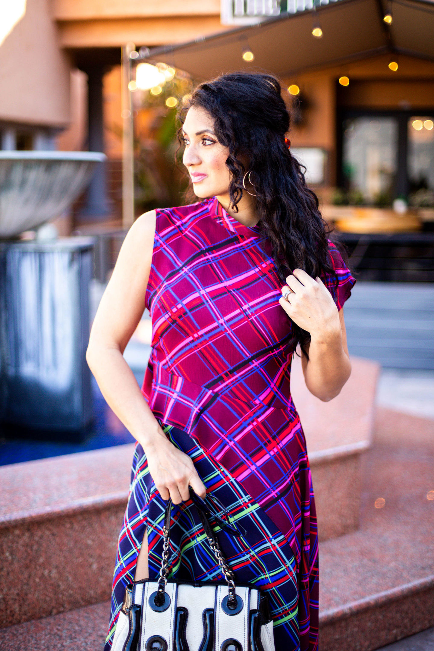 Mad about plaid but aren't sure how to style plaid? Orange County blogger Debbie Savage is sharing her top tips on how to style plaid like a pro. See her tips HERE!