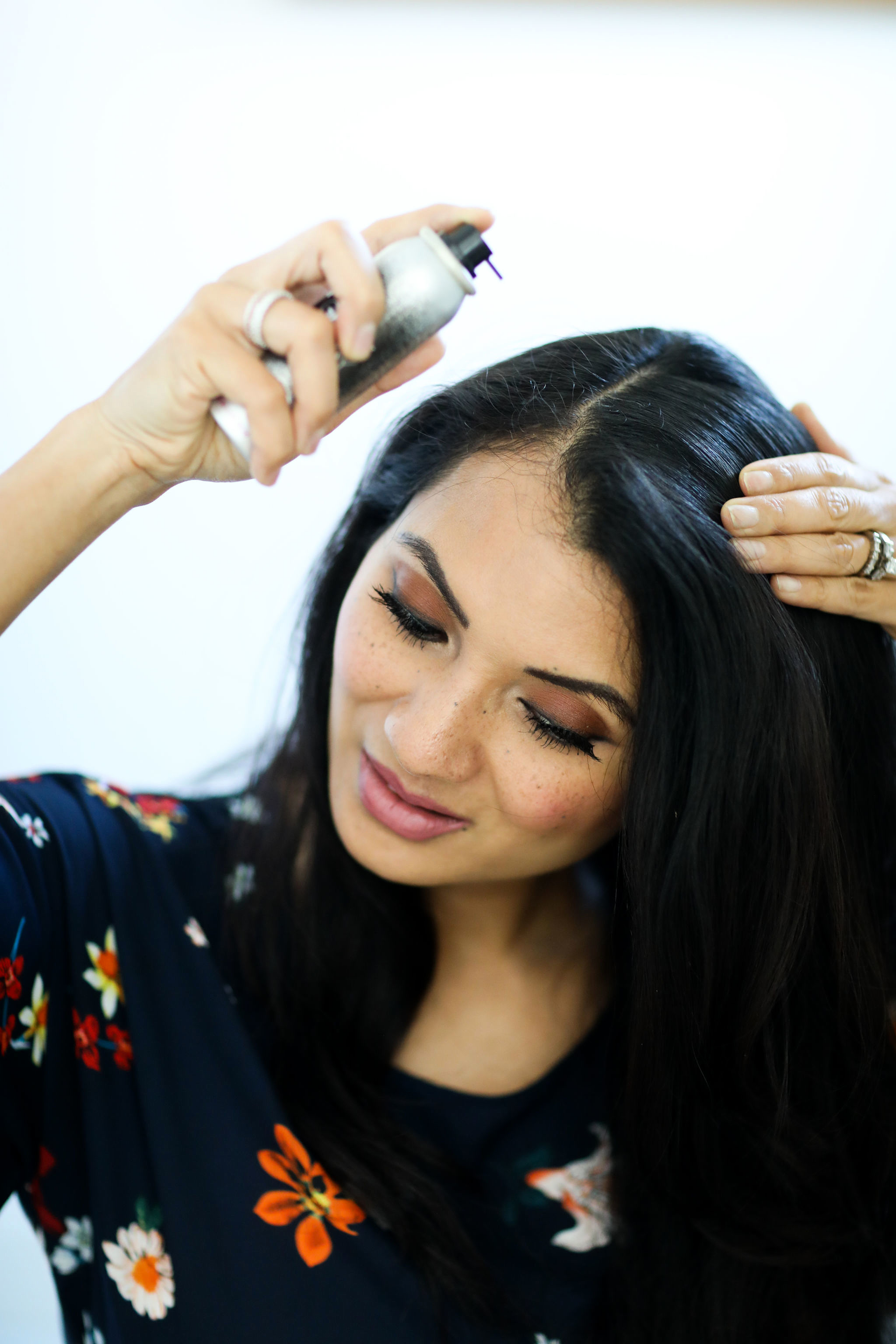Want to cover those pesky gray hairs? Orange County Blogger Debbie Savage is sharing her top two ways to cover gray hairs like a pro. See them HERE!