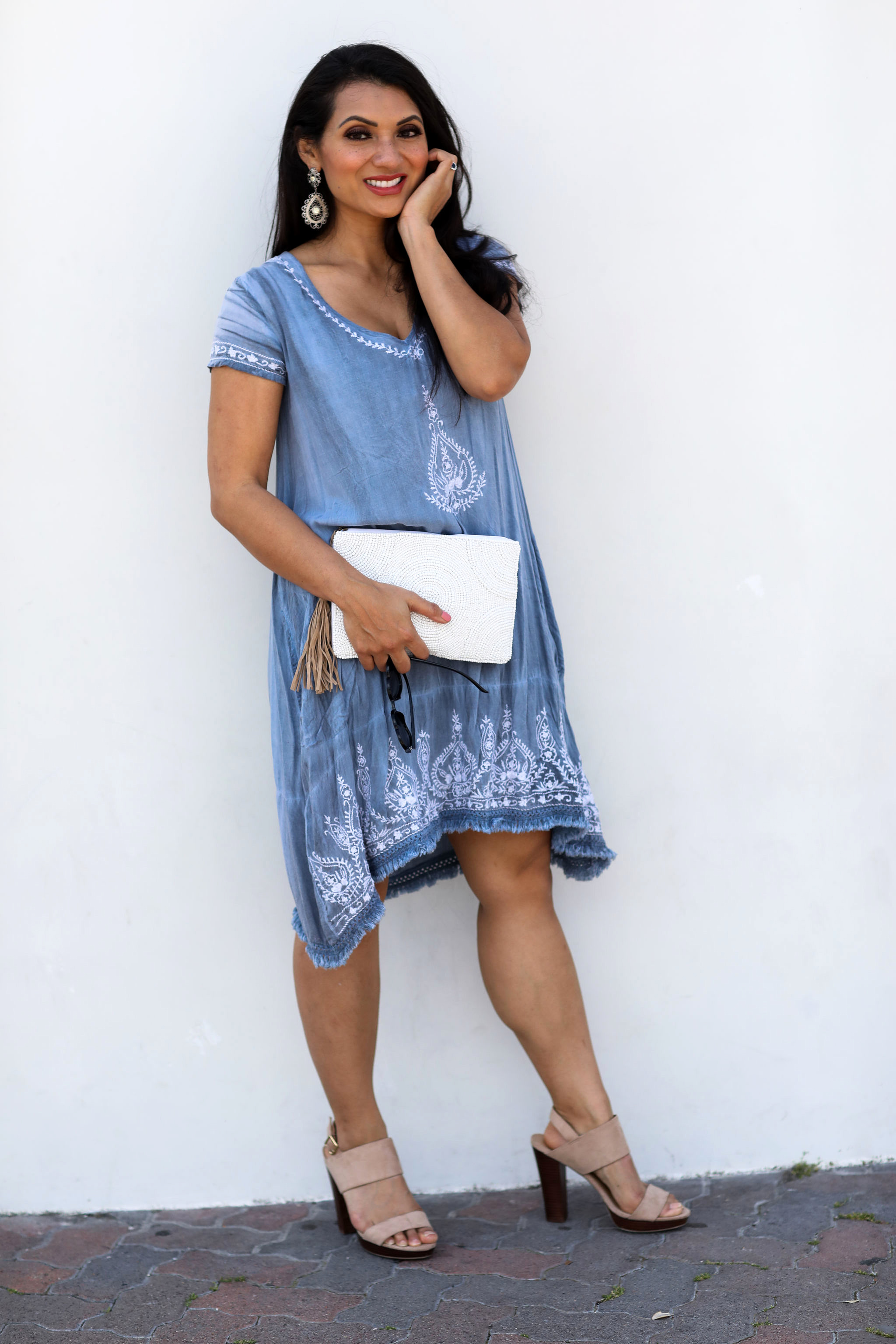 Looking for the perfect sunny day dress? Orange County Blogger Debbie Savage is sharing her favorite sunny day dress that everyone will love. See it here!