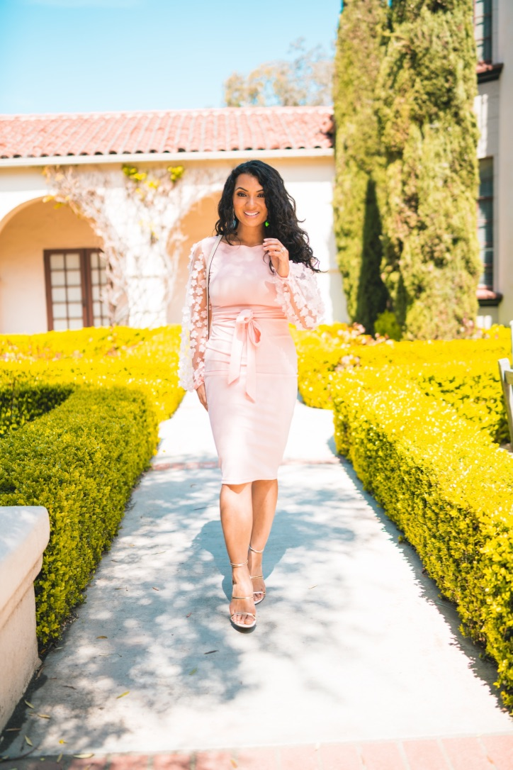 Spring is here, time to break out the perfect pink spring dress! Not sure what to wear this spring? Orange County blogger Debbie Savage is sharing her tips HERE!