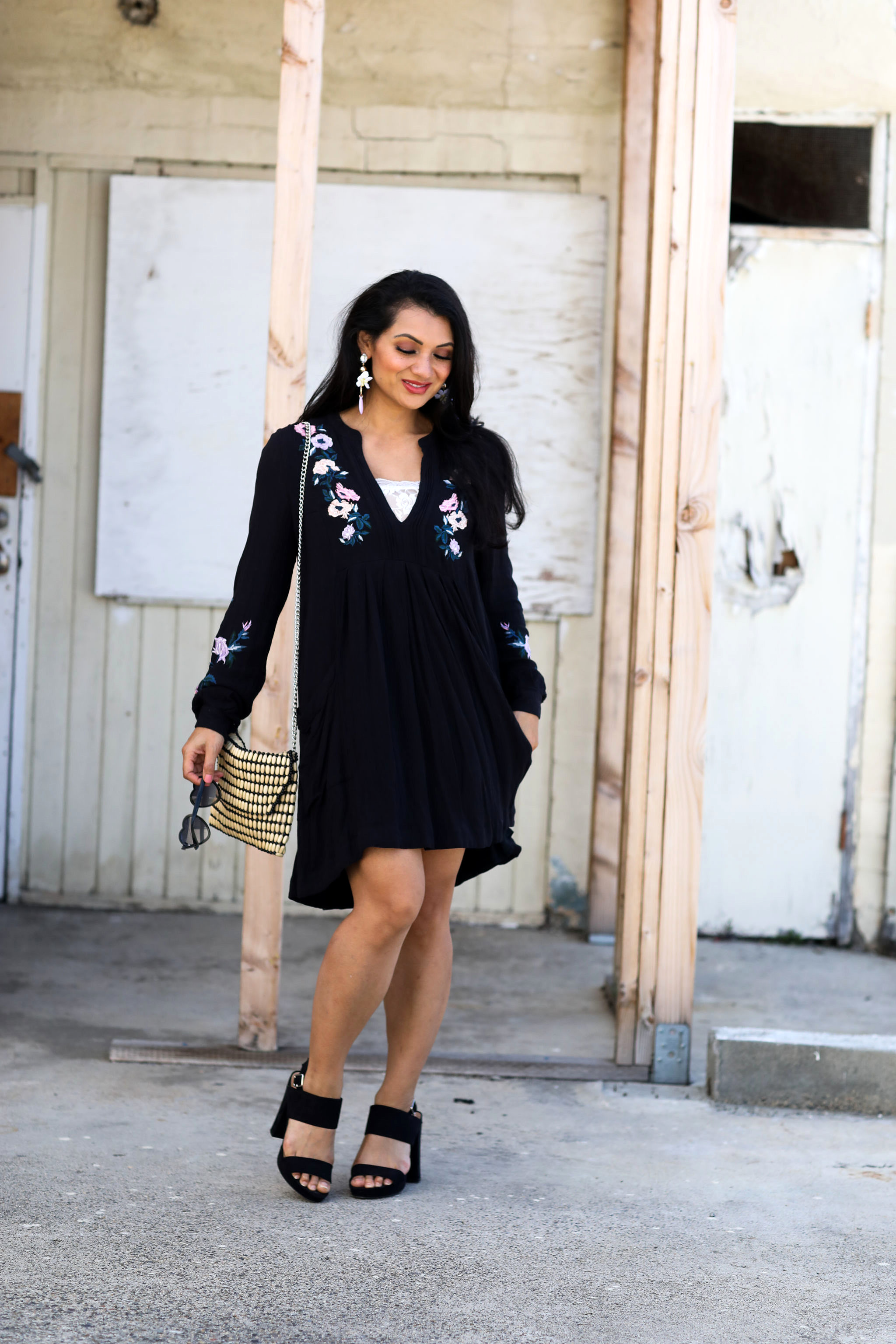 Curious how to style an embroidered dress? Orange County blogger Debbie Savage is sharing her favorite way to style an embroidered dress effortlessly. See how HERE!