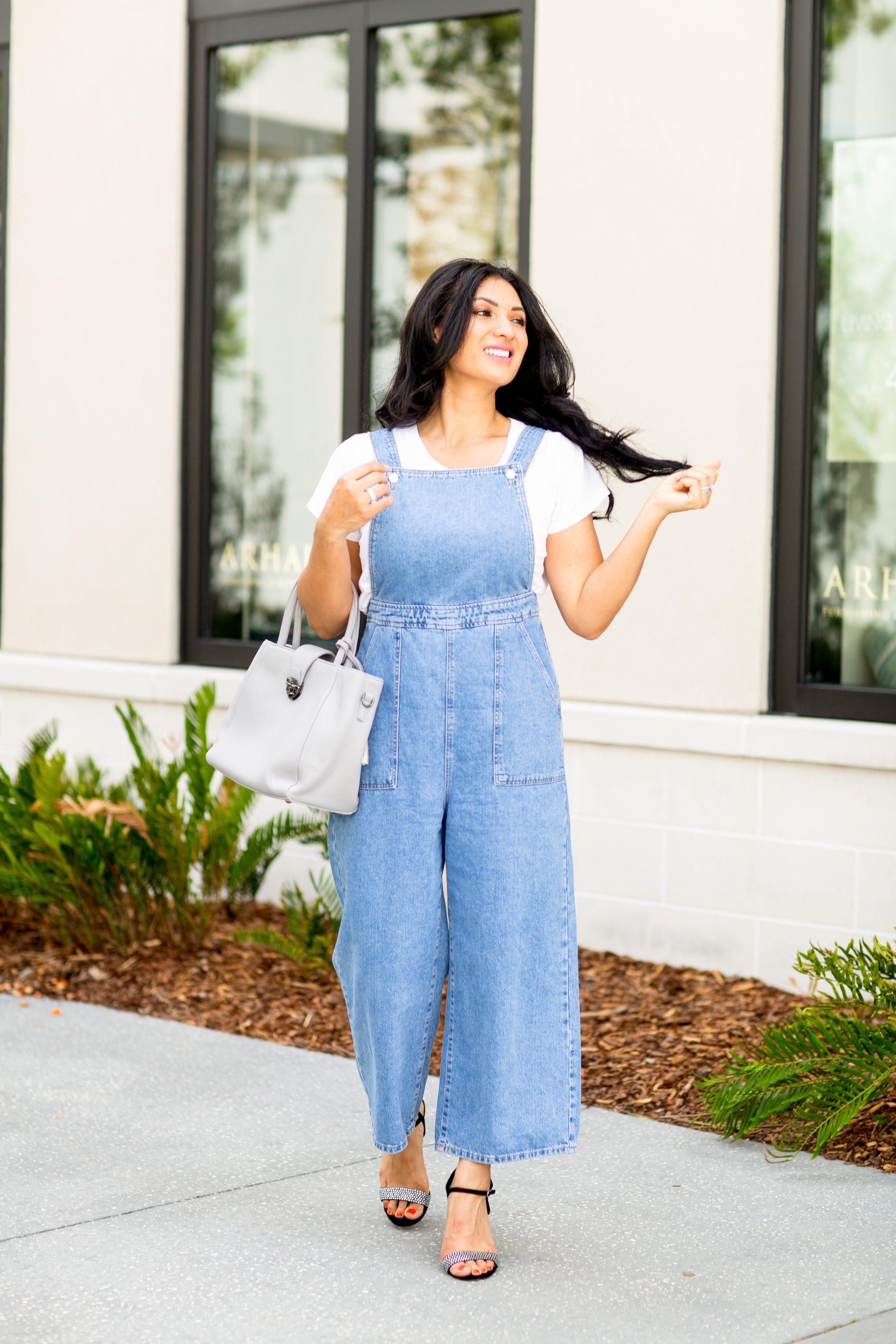 Overalls for summer? Trust me you NEED to try them. Orange County Blogger Debbie Savage is sharing why you need overalls for summer and how to style them here! Click here to see more!
