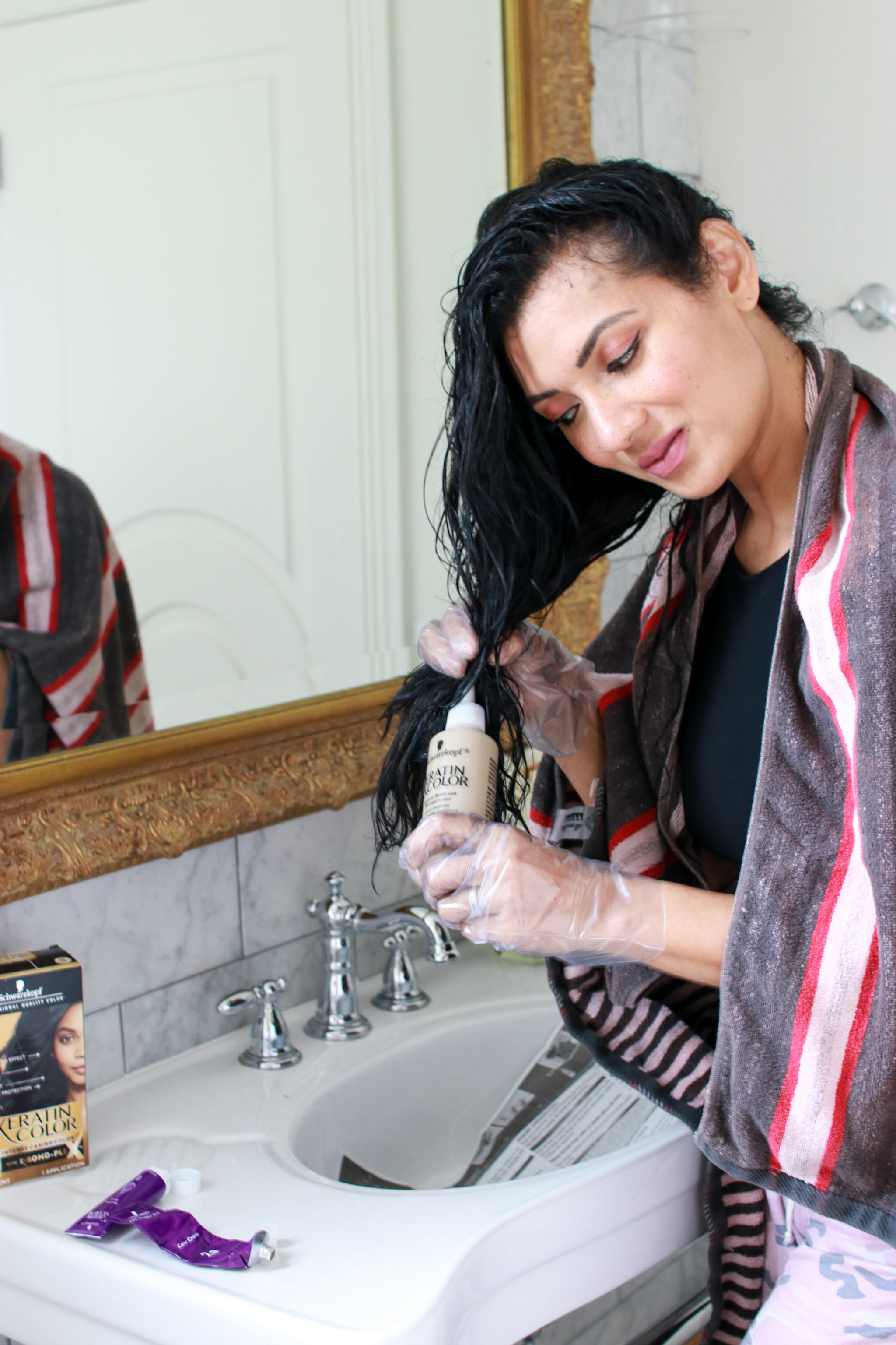 Curious how to color textured hair at home? Orange County Blogger Debbie Savage is sharing her top tops on how to color textured hair at home here!