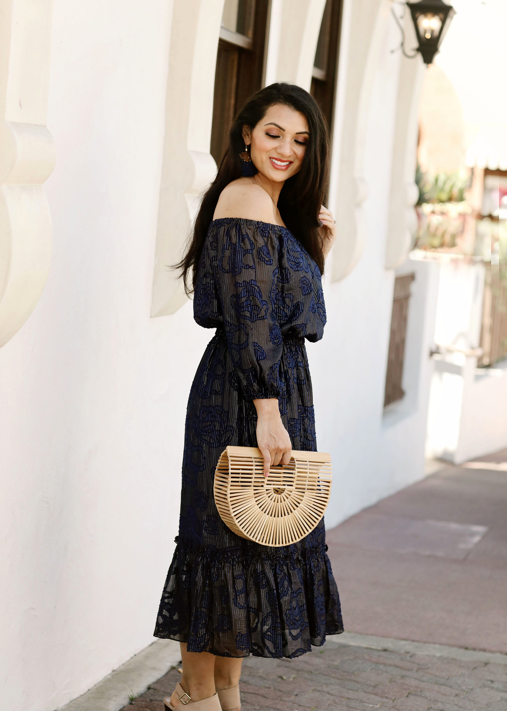 Need the perfect wedding guest dress this summer? Orange County Blogger Debbie Savage is sharing the perfect summer wedding guest dresses here!