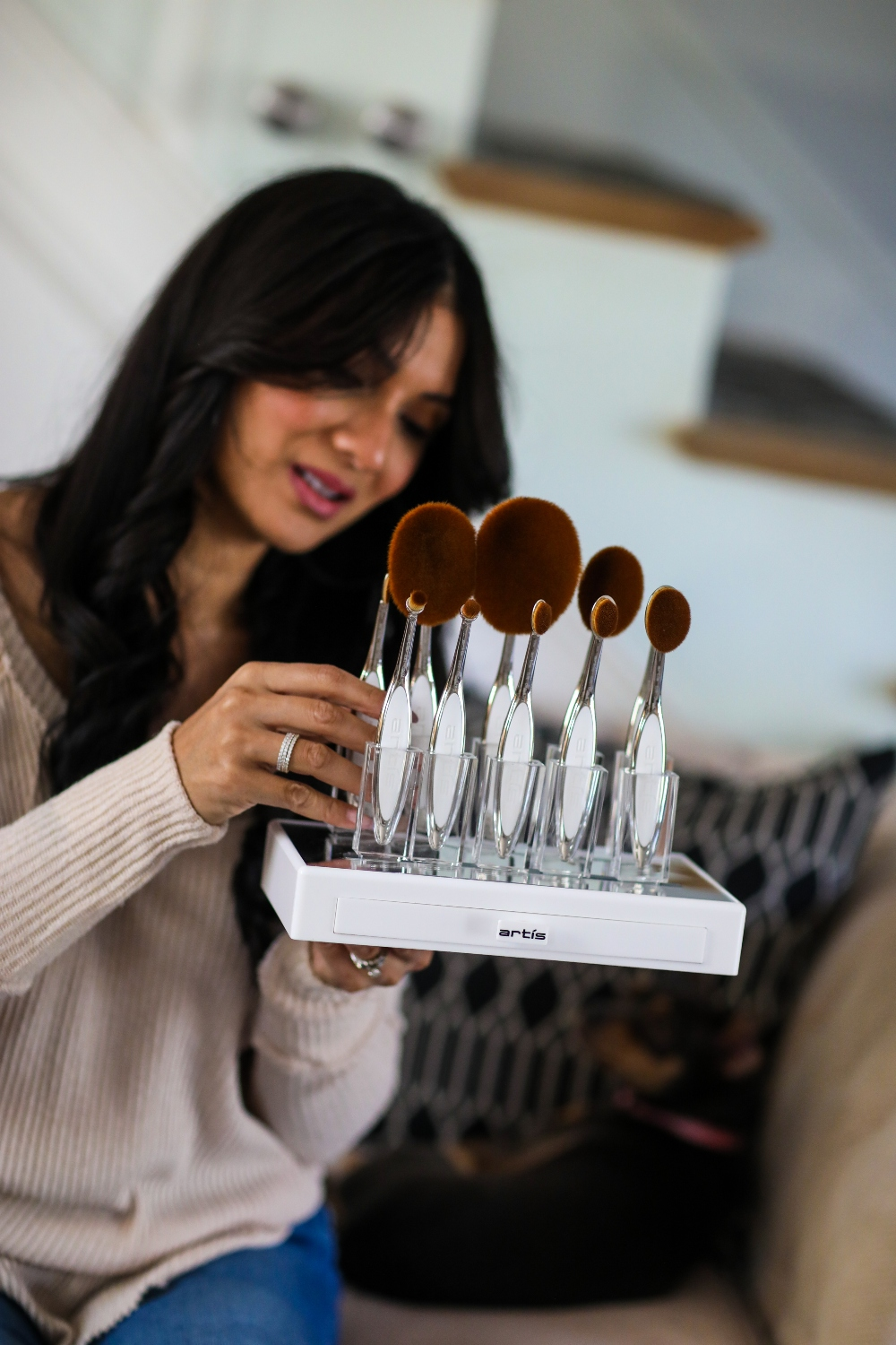 Looking for th best makeup brushes on the market? I have you covered. See what makeup brush Orange County Blogger Debbie is currenty loving here!