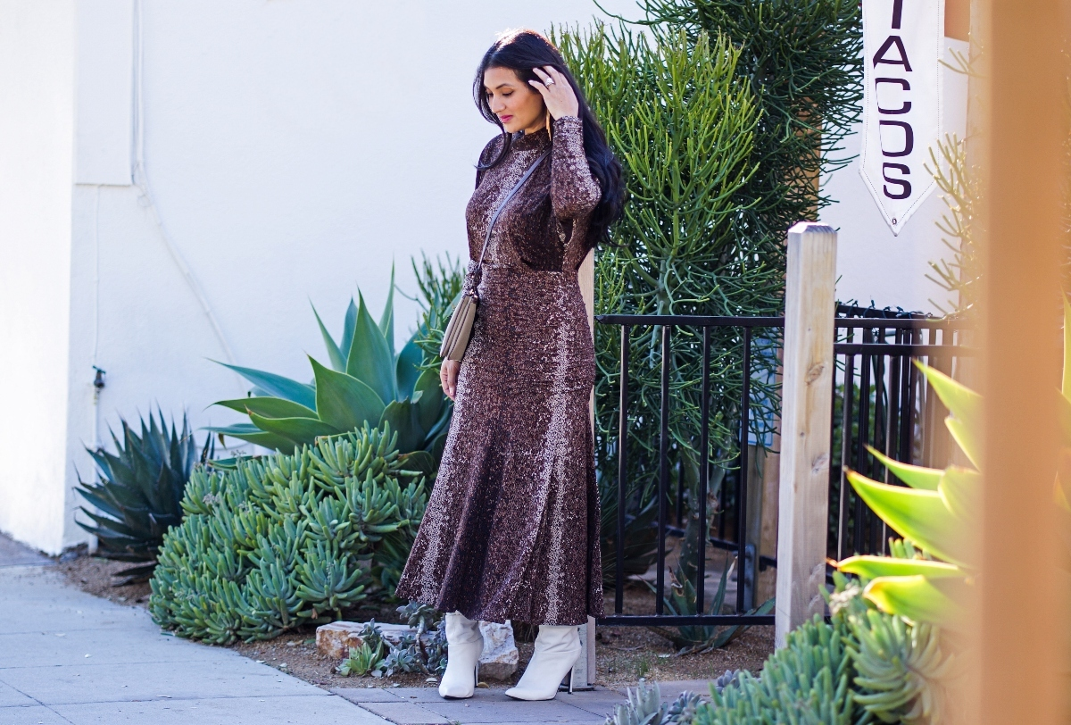 Curious what colored shoes to wear with a brown dress? Orange County Blogger Debbie Savage is sharing her top shoe options to wear with a brown colored dress. See them HERE!