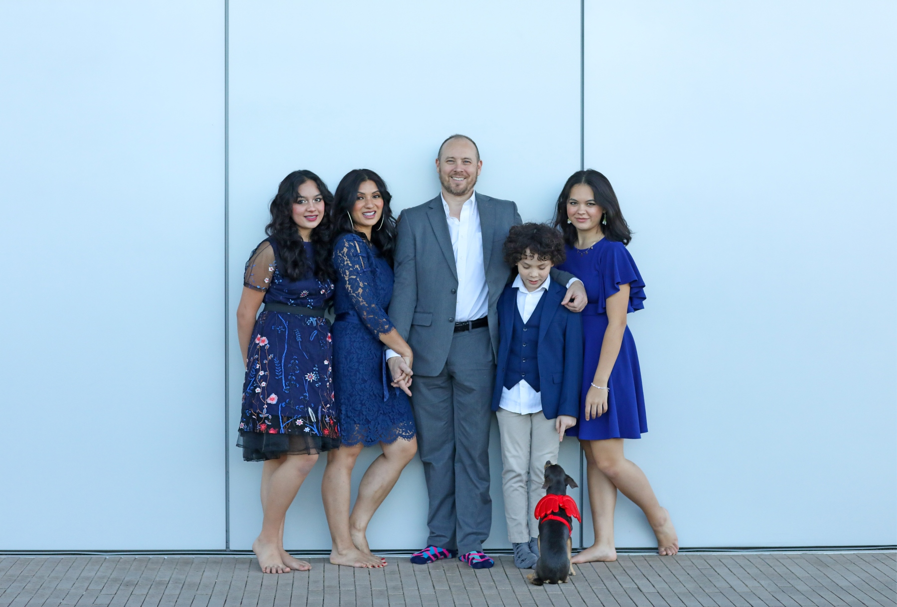 Tips for a Stress Free Family Photo Shoot with Dog