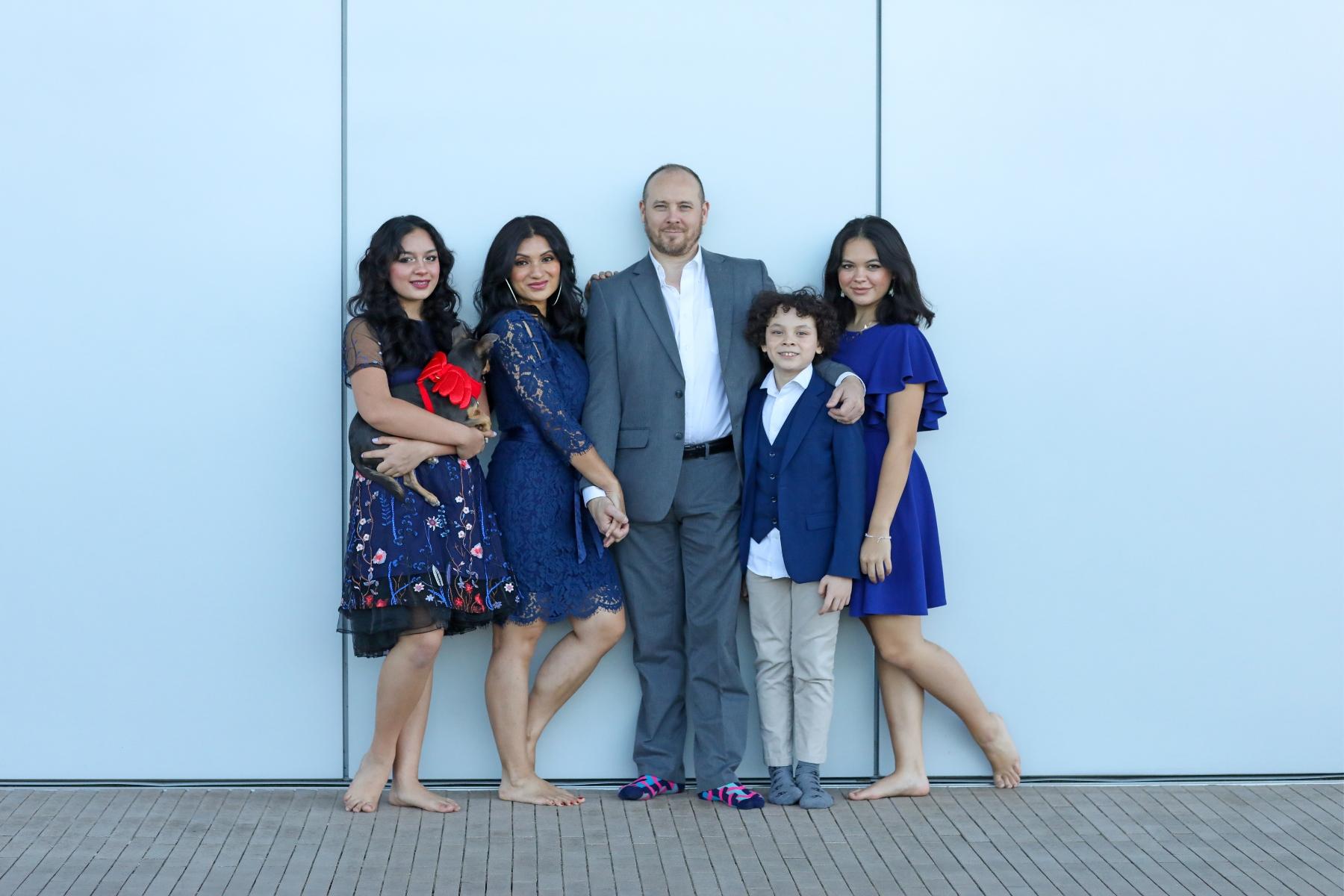 Tips for a Stress-Free Family Photo Shoot _ Navy Blue Family Holiday Card